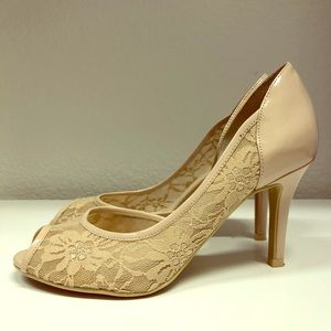 👡 Kelly & Katie Lace Accented Pumps👡